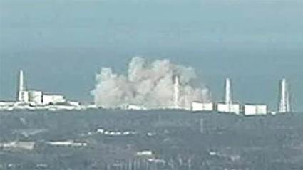 Wybuch wodoru w reaktorze 1. elektrowni Fukushima-Daiichi 12.03.2011 (fot. NIRS - https://www.nirs.org/reactor-accidents-2/)