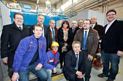 Grupa wrocławska przy urządzeniach kriogenicznych XFEL (fot. Biuro Pras. European XFEL)